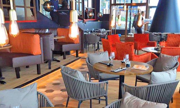 Interieur van Grand Café Next in Vlissingen.