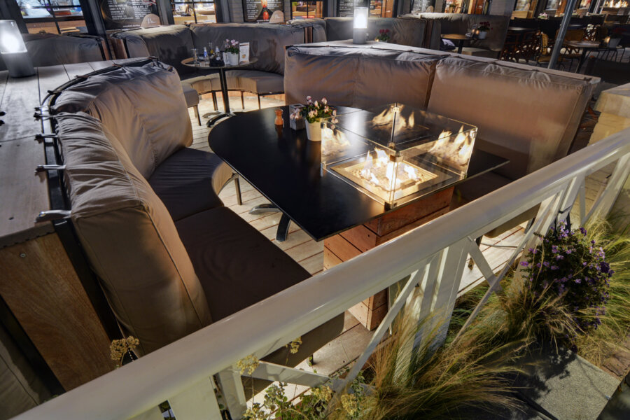 Verwarmd terras van Grand Cafe Blur in Dishoek.