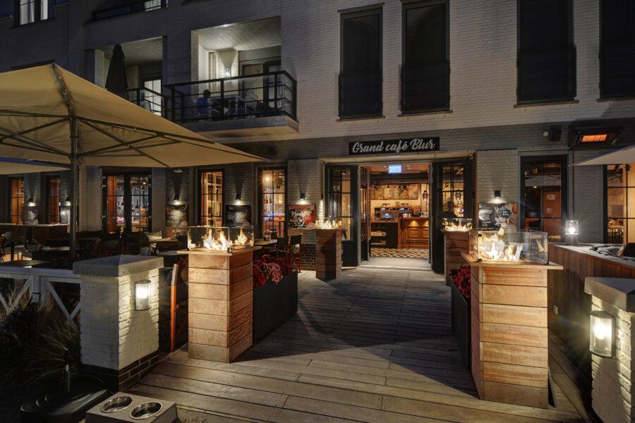 Ingang van Grand Cafe Blur in Dishoek.