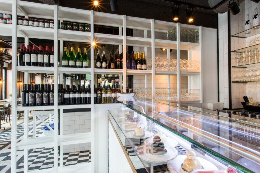 Wijnkast van Grand Cafe Blur in Dishoek.