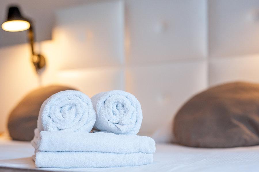 Handdoeken in een kamer van Stadshotel Goes.