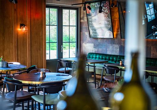 Amadore Blur binnen in grand cafe in Dishoek