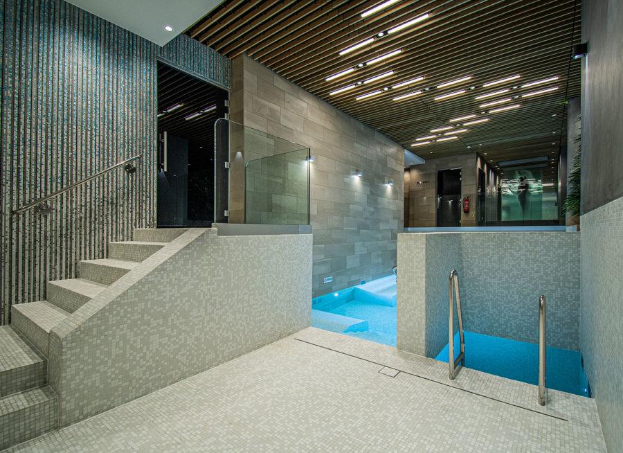 Binnenbad in de wellness van A-Thermen Zeeland.
