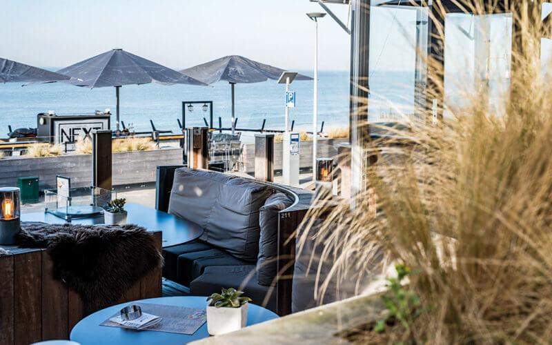 Terras met uitzicht op zee in Grand Café Next in Vlissingen.